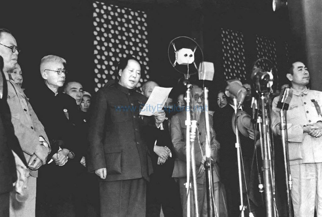 Mao Zedong announced the establishment of the People's Republic of China on the Tiananmen Gate on October 1, 1949