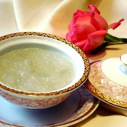 Clear soup with bird's nest