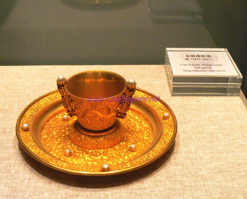 Cup and tray of gold inlaid with pearls in the Treasure Hall